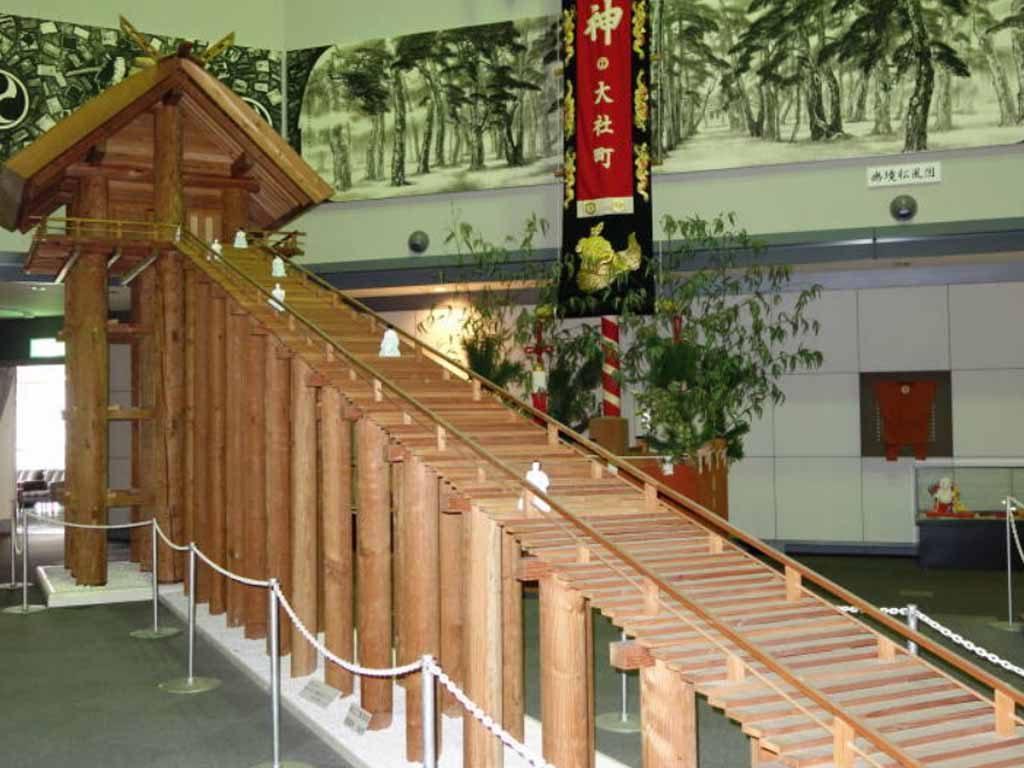 古代出雲大社本殿の模型