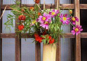 神迎えの道の飾り花