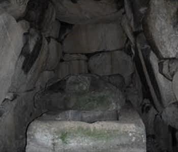 都塚古墳内部の家形石棺