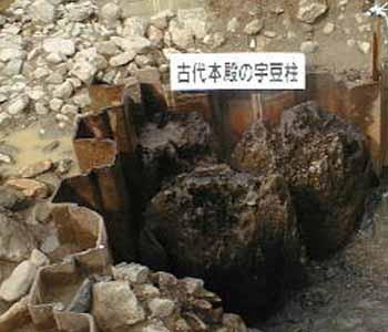 古代出雲大社の宇豆柱の発掘現場