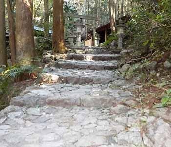 天の岩戸への階段