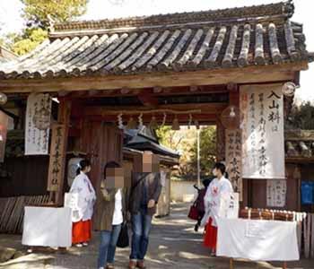 𠮷水神社の門