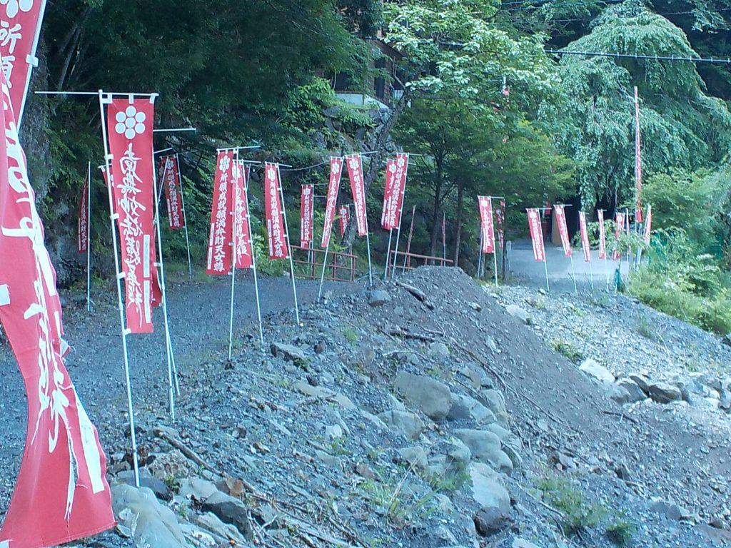 雄瀧弁天堂への道