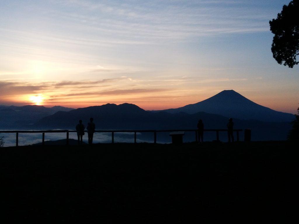 七面山からみた富士山とご来光