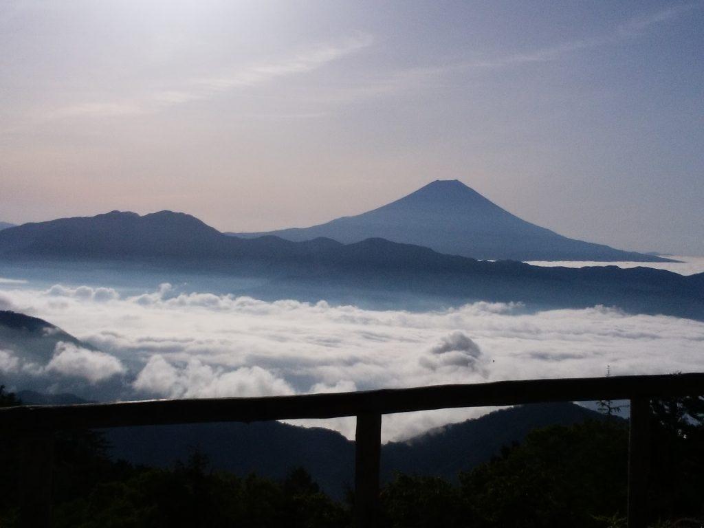 七面山(随身門)から見た富士山と雲海