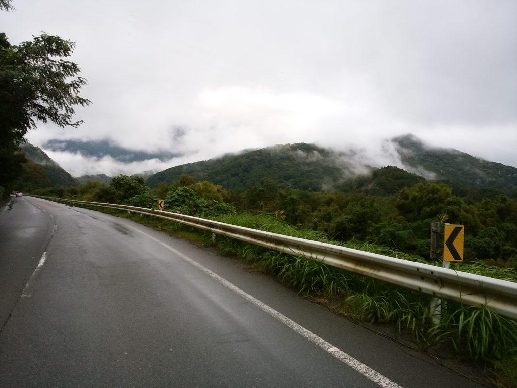 早川町・七面山へ向かう南アルプス街道の眺め