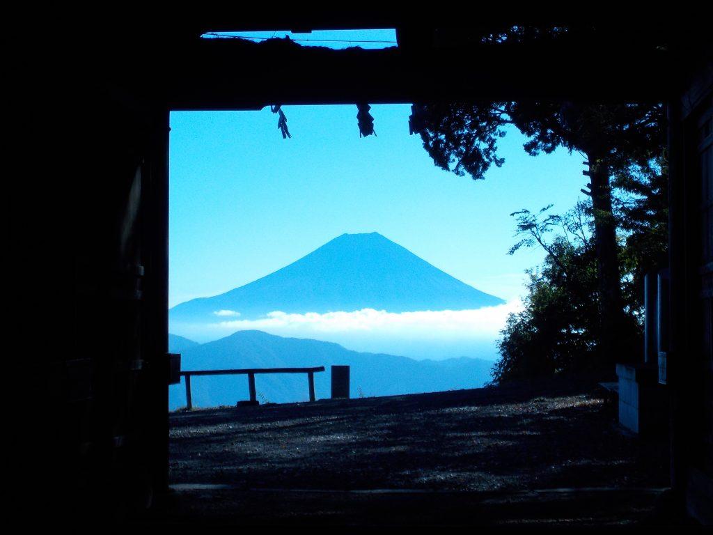 七面山 随身門から見た富士山